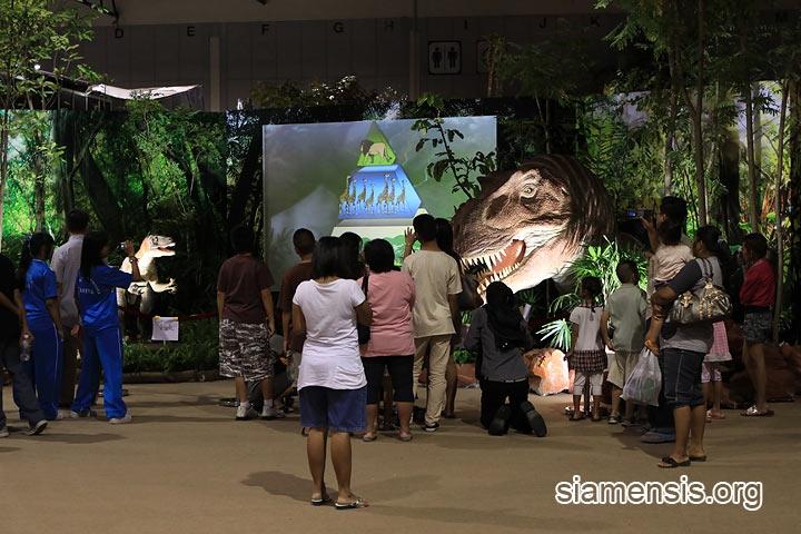 ไดโนเสาร์ให้ความรู้เด็กๆ ทำได้เหมือนมากๆ