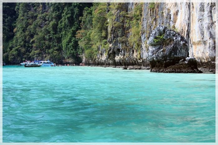 น้ำใสๆ เกาะพีพีเล