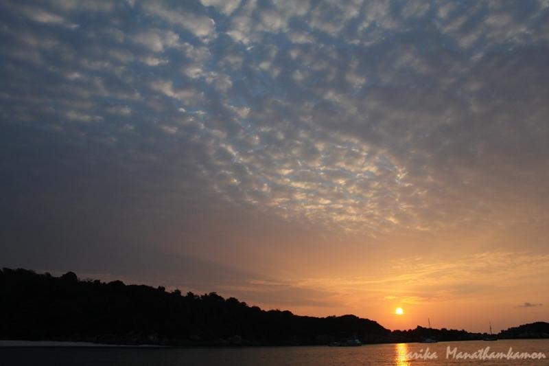 เมฆเกล็ดปลายามพระอาทิตย์ตก
