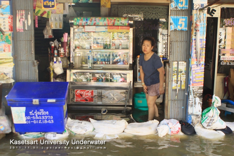 บริเวณร้านค้าหลังมหาวิทยาลัย ซอยพหลโยธิน 45