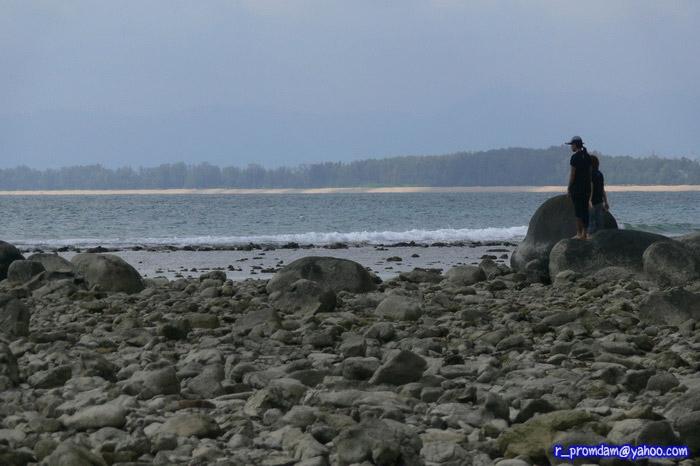 วิวหาดหินใกล้ๆปลายแหลม