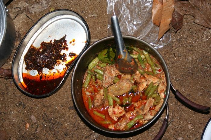 น้ำพริกปลาร้า กับผัดไก่