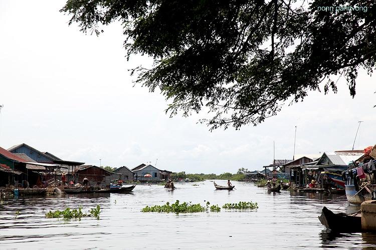 หมู่บ้านกลางน้ำระหว่างทาง
